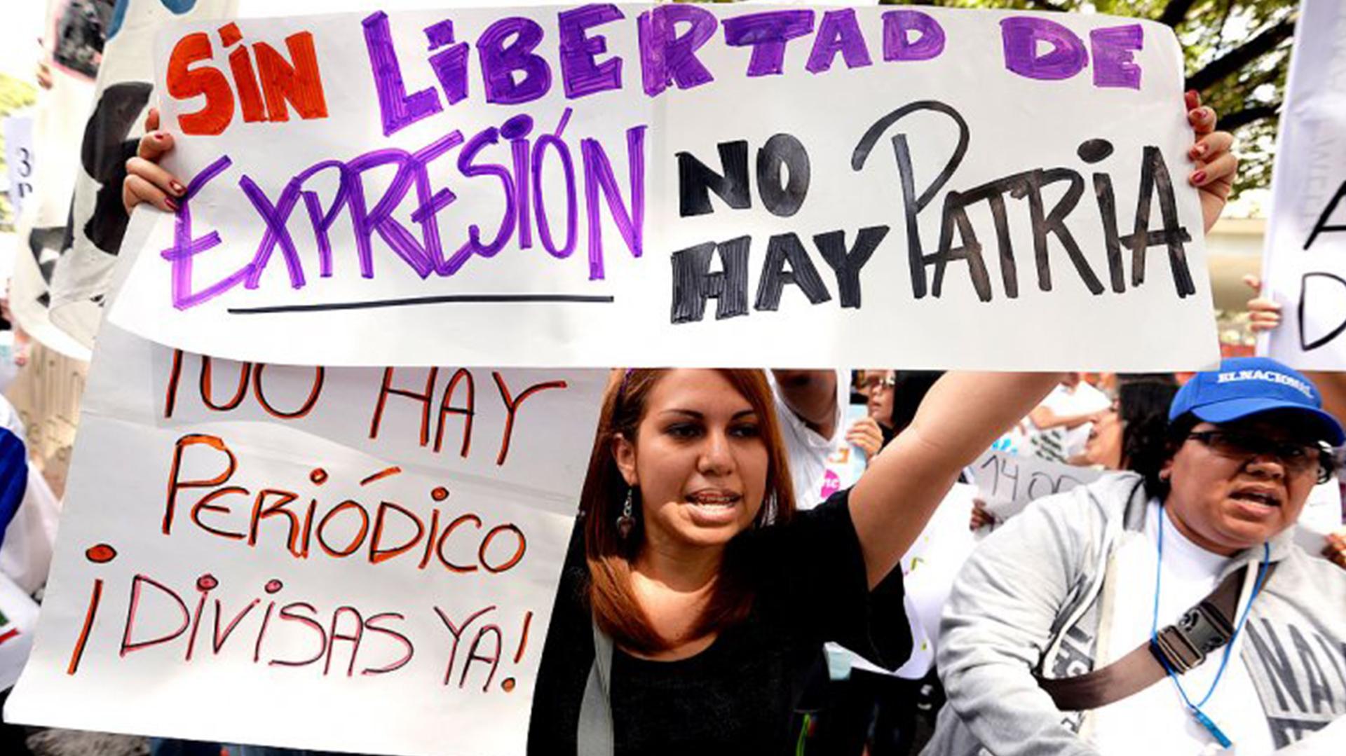 La fuerte censura a la prensa ha sido una de las características del régimen de Nicolás Maduro. (AFP)