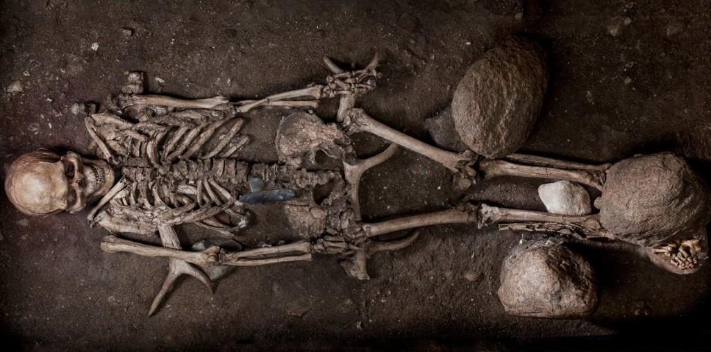 Uno de los esqueletos encontrados del período mesolítico (Robert Clark)