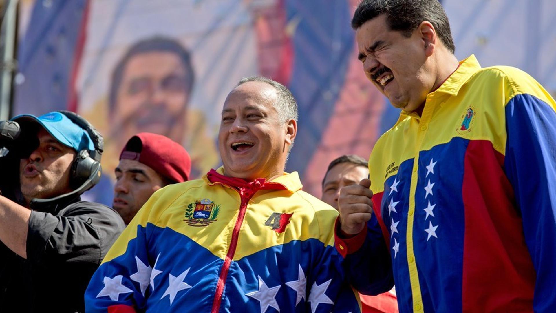 Diosdado Cabello y Nicolás Maduro, los hombres fuertes del régimen venezolano (AP)
