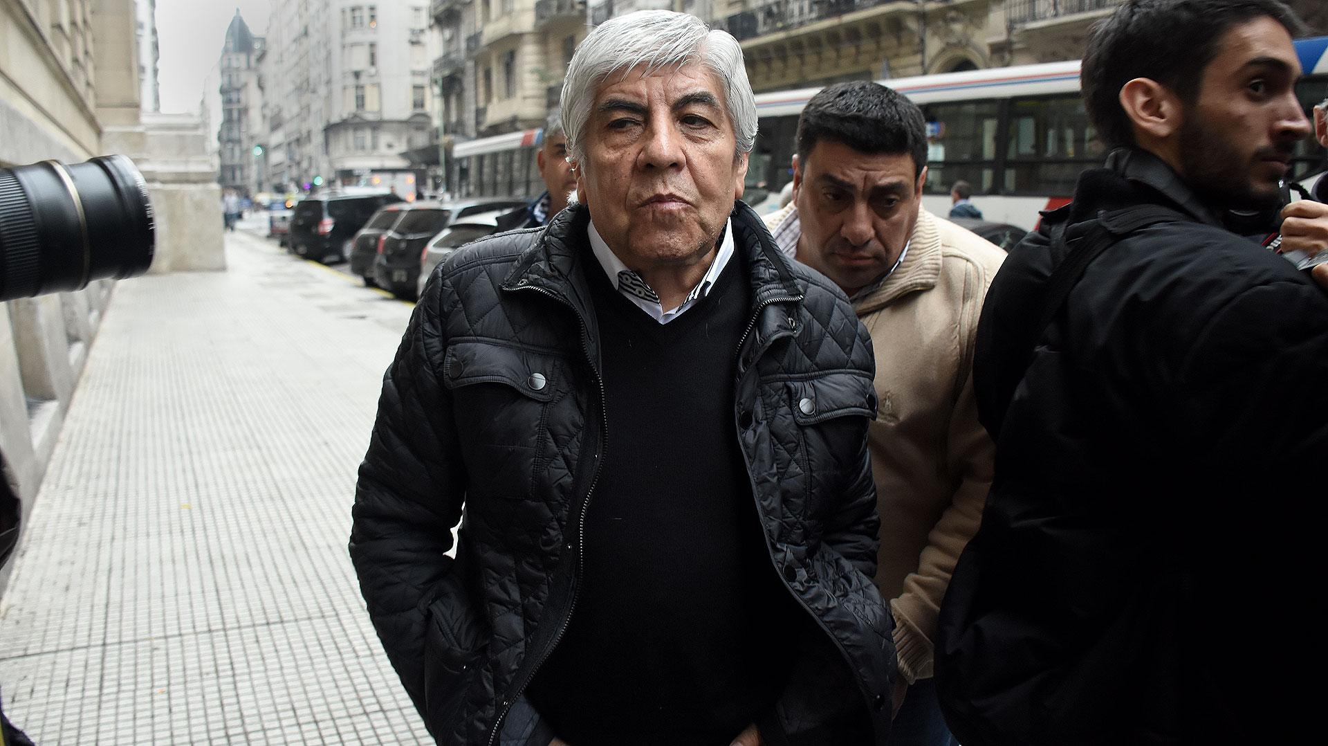 Hugo Moyano, denunciado junto a su hijo Pablo y una serie de empresas por la UIF y la PROCELAC (Foto: Nicolás Stulberg)
