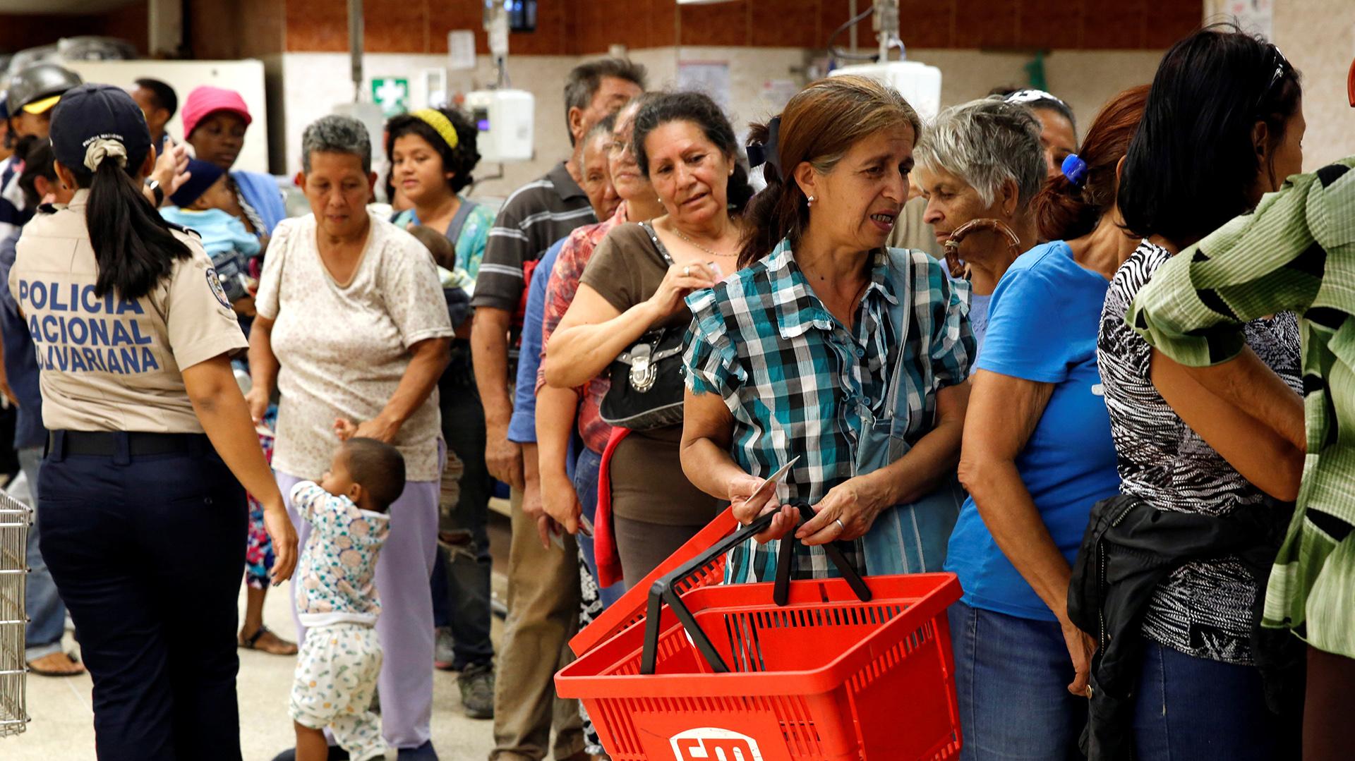 La firma Econométrica afirmó en varias oportunidades que la economía venezolana está cerca de agotar completamente su inventario de productos (Reuters)