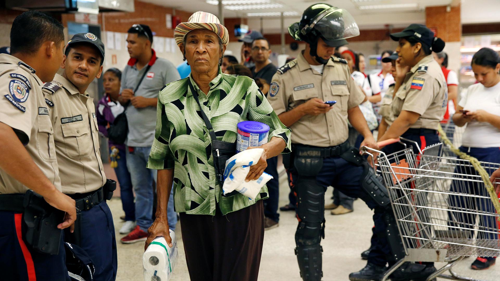 Si bien el régimen de Nicolás Maduro insiste en negar la realidad, el país está sumido en una profunda crisis de desabastecimiento (Reuters)