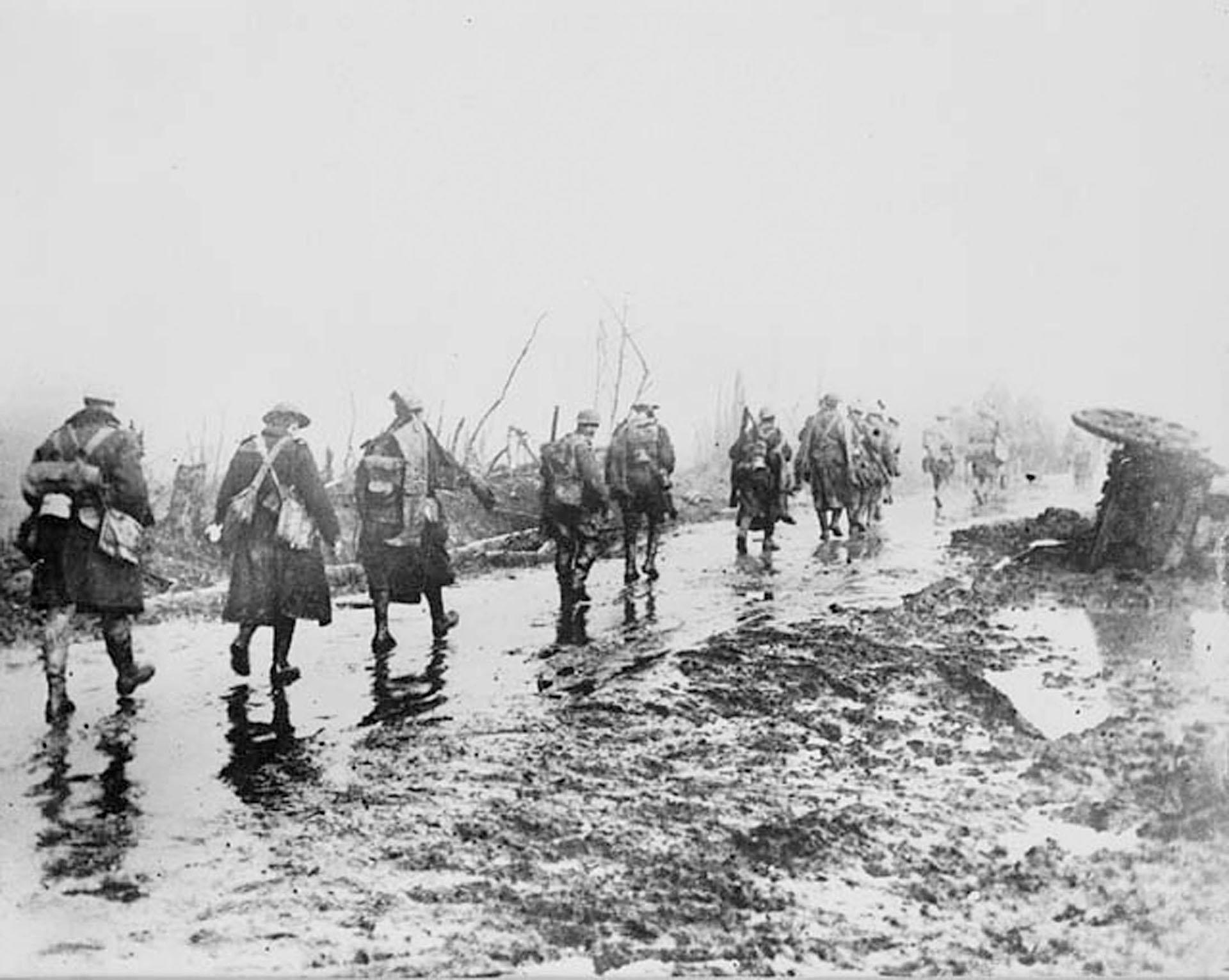 La batalla del Somme pretendía ser la gran ofensiva que cambiara el curso de la guerra y, por sus inicios, casi lo fue. Los aliados pensaban que aquello dejaría el frente alemán expedito, pero el primer día de avance sólo entre los británicos contaron 58.000 bajas (Reuters)