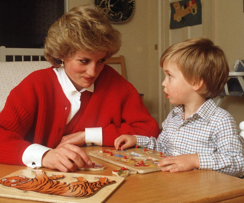 Diana sobrevoló de cerca la educación de sus hijos que fueron a los mejores colegios del mundo. Ella nunca fue una alumna brillante pero sí una amante de los deportes como natación y buceo. Su deseo era convertirse en bailarina