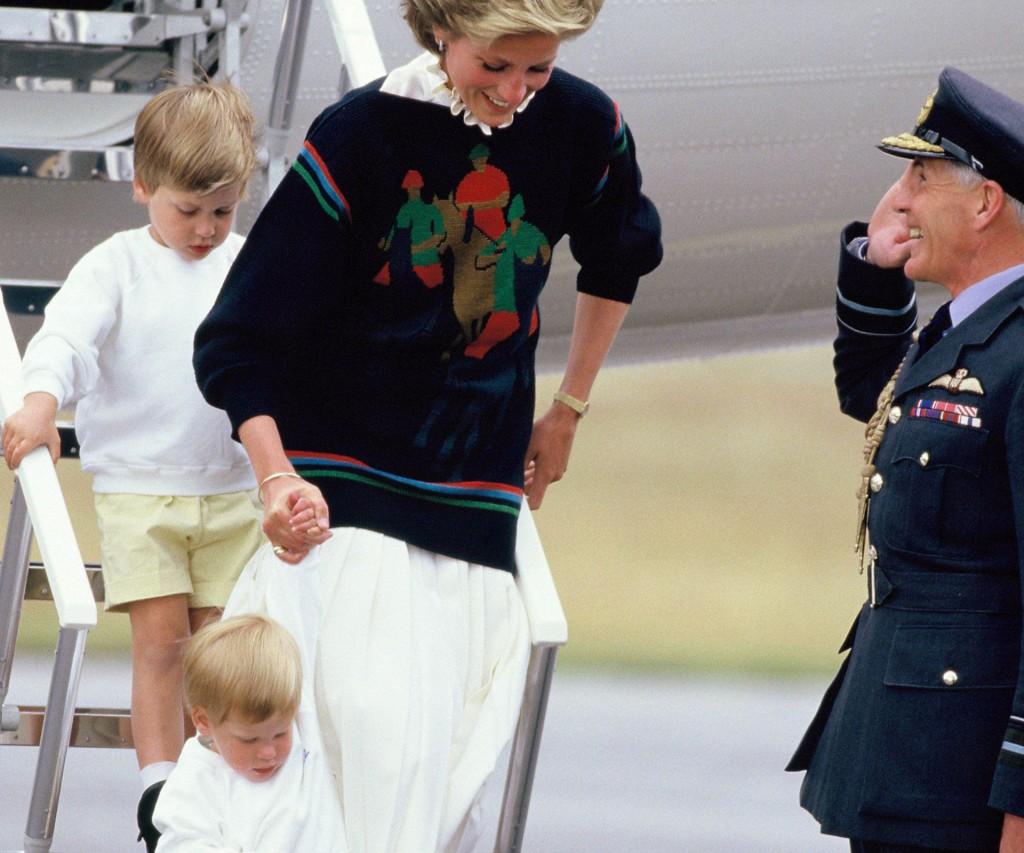 Diana enfrentaba el protocolo de la realeza siempre con una sonrisa