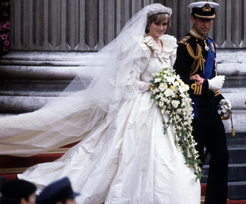 La ceremonia entre Diana y el príncipe Charles de Inglaterra ocurrió en 1981 y fue uno de los primeros grandes eventos televisivos que se transmitieron a todo el mundo y logró niveles de audiencia altísimos