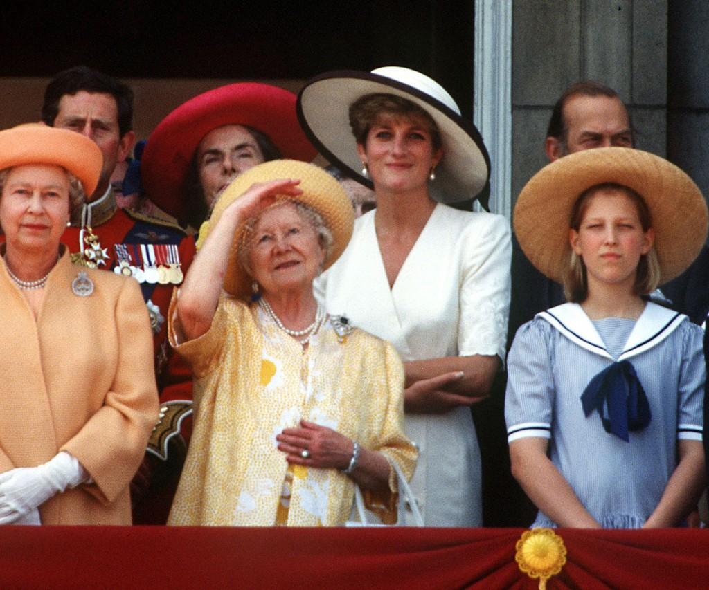 Diana siempre se destacó entre las integrantes de la familia Real británica como una mujer distinta. Su suegra, la Reina Isabel II nunca la aceptó completamente