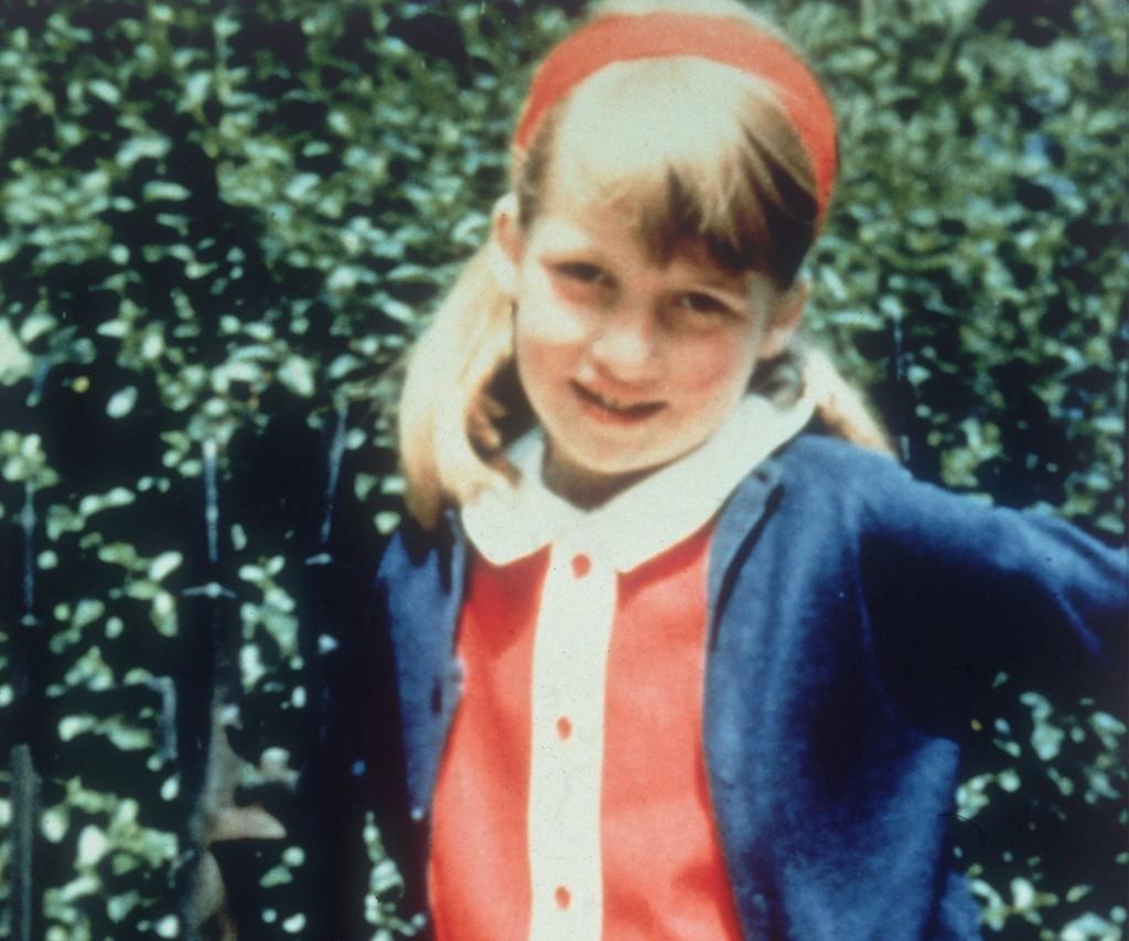 """Diana nació el 1 de julio de 1961 en Norfolk, Inglaterra. Sus padres se separaron en 1969 y la justicia le otorgó la custodia de ella y de su hermano a su padre. Siempre se la escuchó decir: """"me gusta ser un espíritu libre. Sé que a algunos no les gusta, pero es lo que soy""""."""