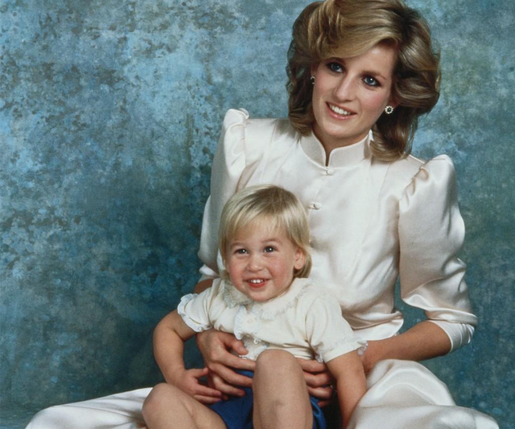 El fotógrafo de la Casa Real de Inglaterra retrató a Diana en el Palacio y al primogénito William.