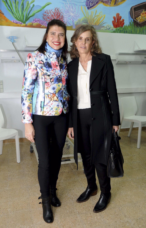 La artista plástica Marta Diez y Silvia Neuss, miembro de la Comisión de la Fundación del Hospital de Clínicas