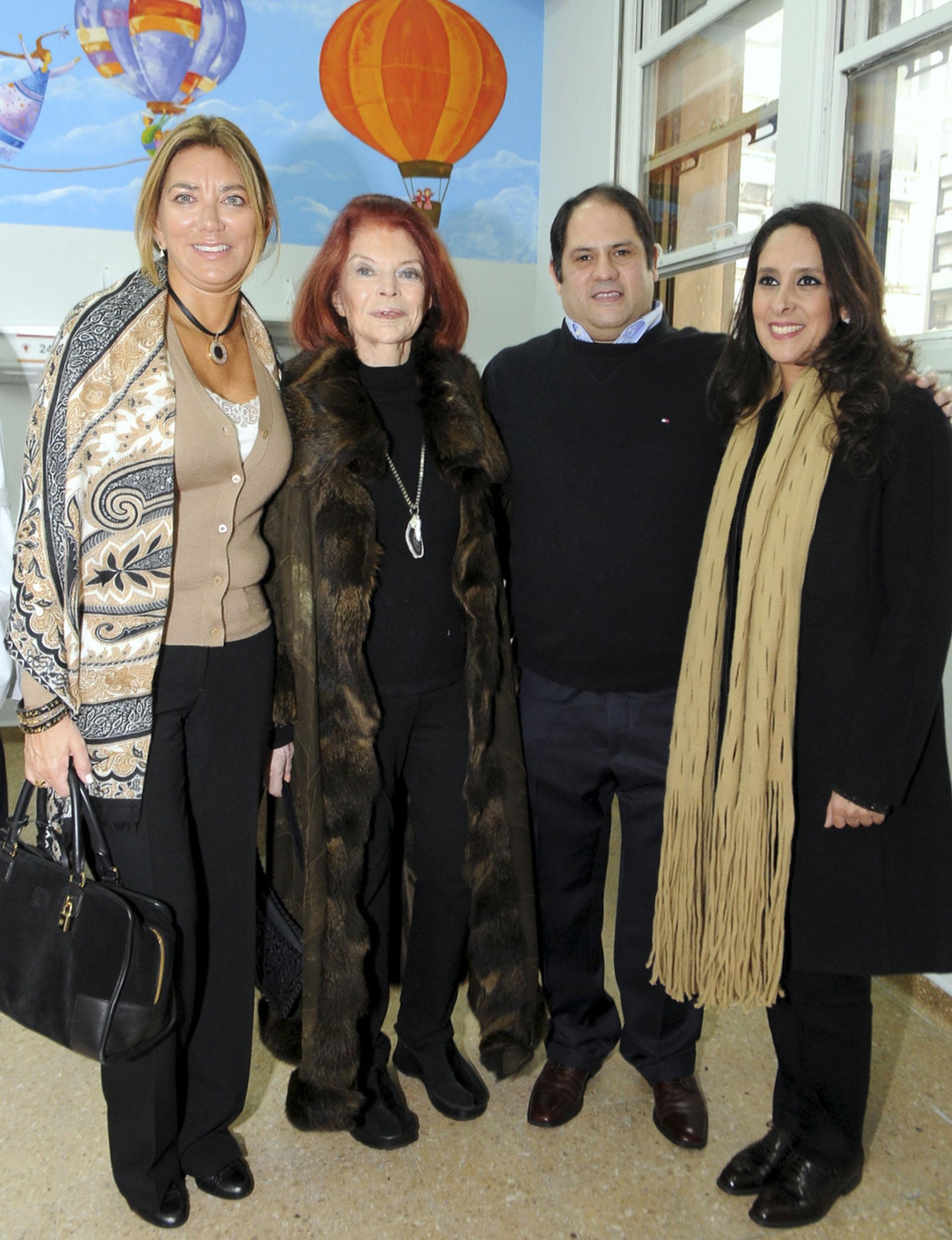 Bettina Bulgheroni, miembro de la Comisión de la Fundación del Hospital de Clínicas; Lili Sielecki, y Felipe y Vanesa Noble Herrera