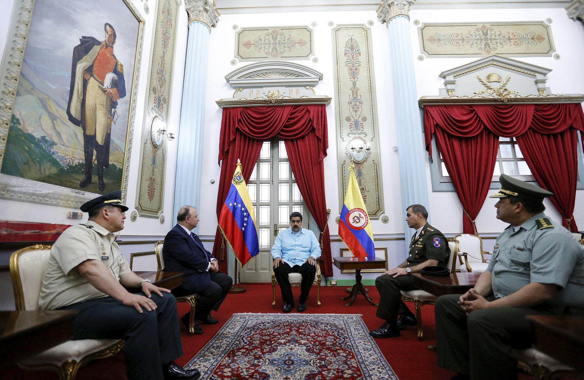Venezuela y Colombia, cuyas fronteras permanecen cerradas desde hace casi un año, acordaron retomar la cooperación contra el crimen organizado (Reuters)