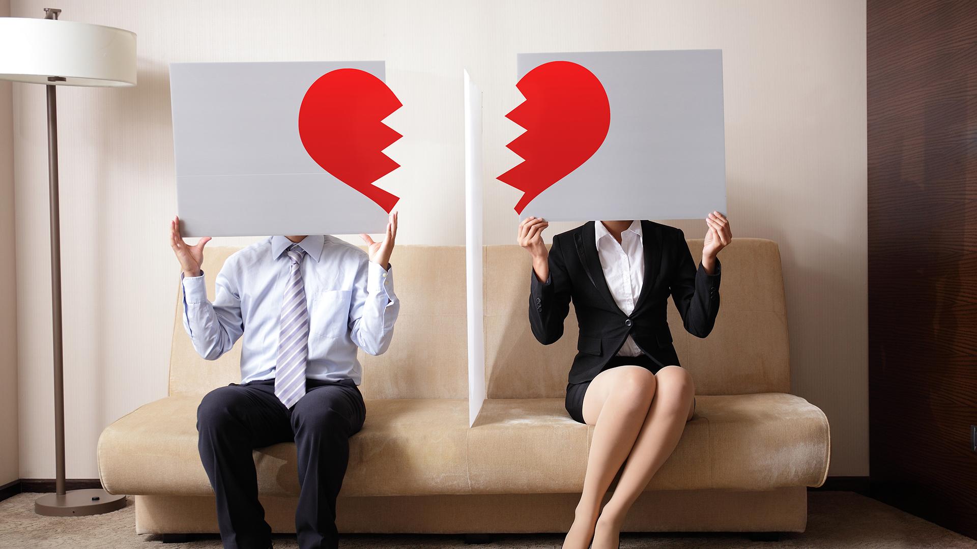 Las figuras públicas sienten la necesidad de comunicar su divorcio y demás ocasiones en las redes sociales (Shutterstock)