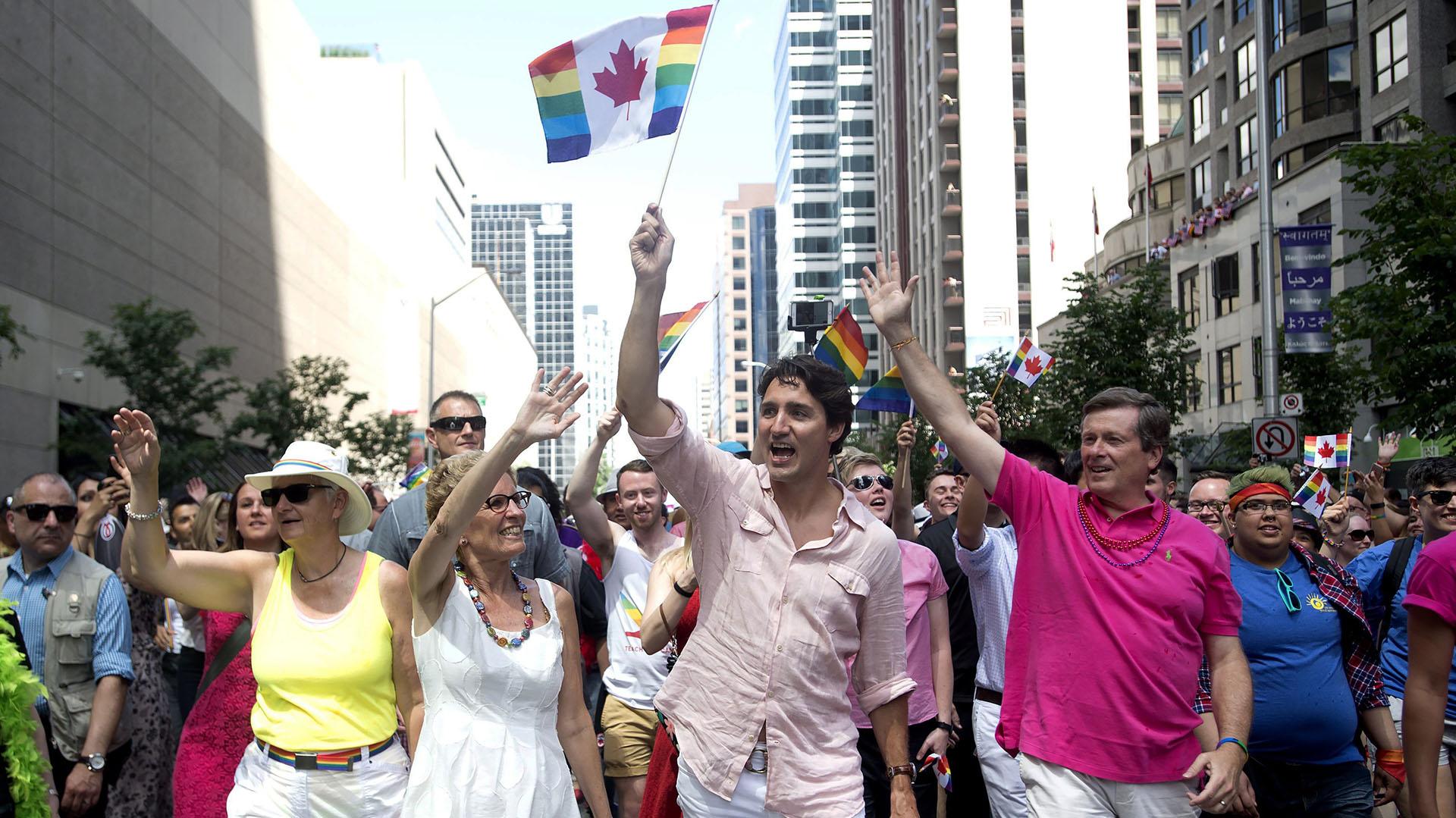 Trudeau fue el primer máximo gobernante canadiense en participar en un desfile por el orgullo gay (AP)