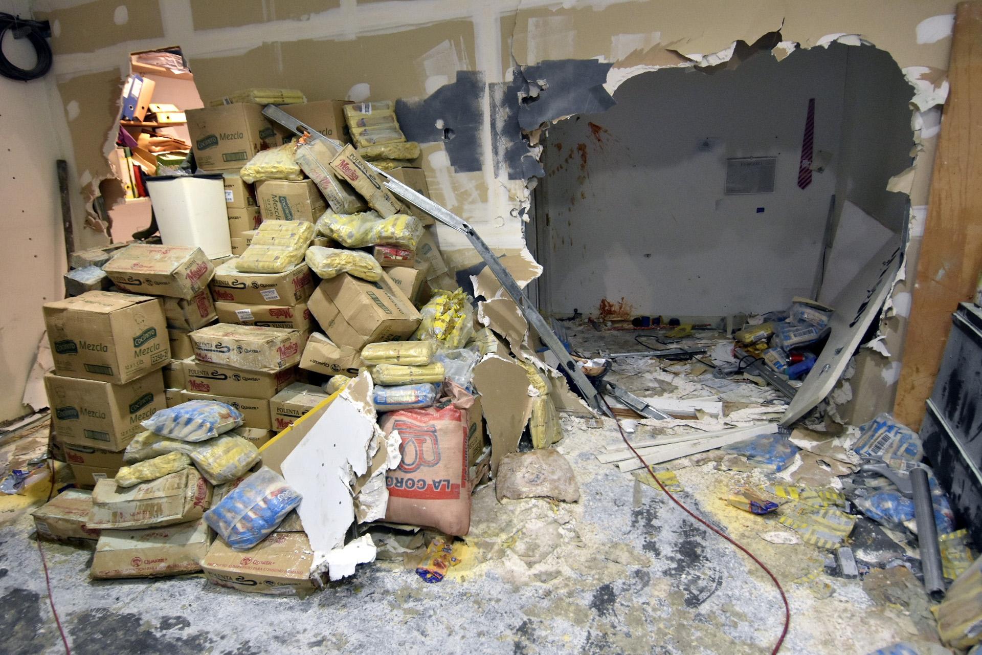 Así quedaron las paredes de una de las oficinas de la redacción del diario (DyN)