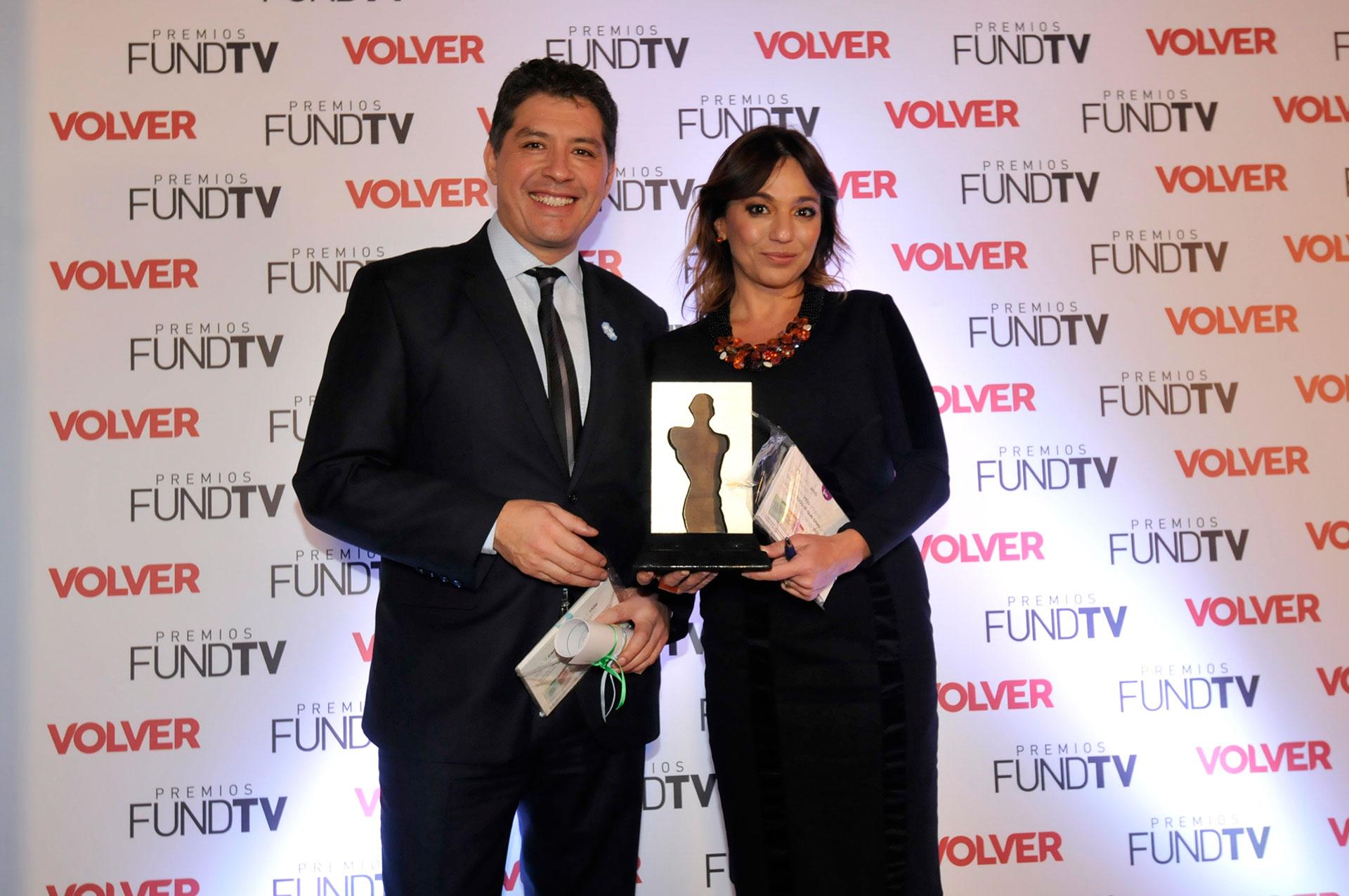 Guillermo Lobo y Lorena Maciel recibieron un premio por la trayectoria de TN