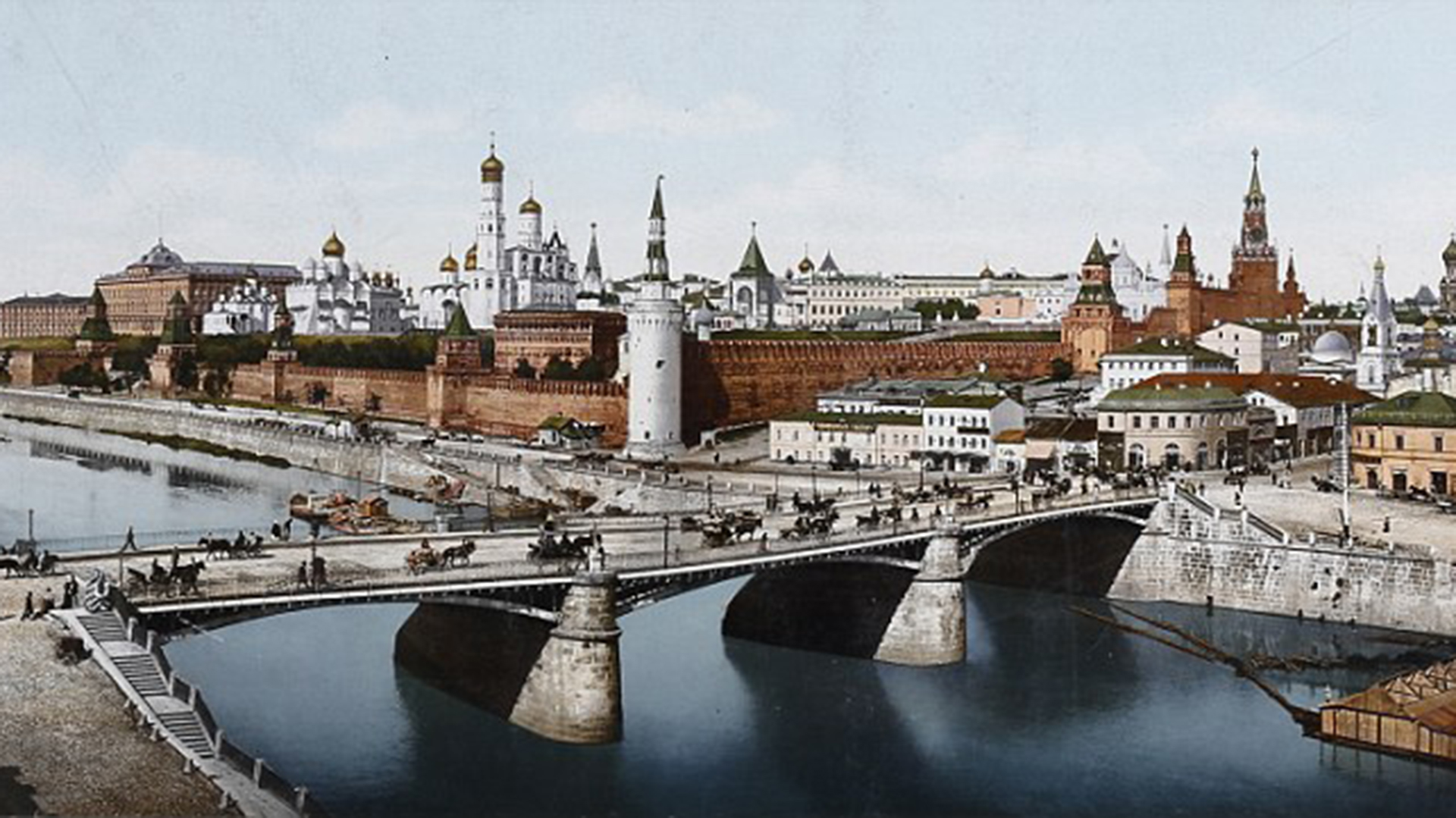 Moscú, hace un siglo. A lo lejos, puede observarse el Kremlin