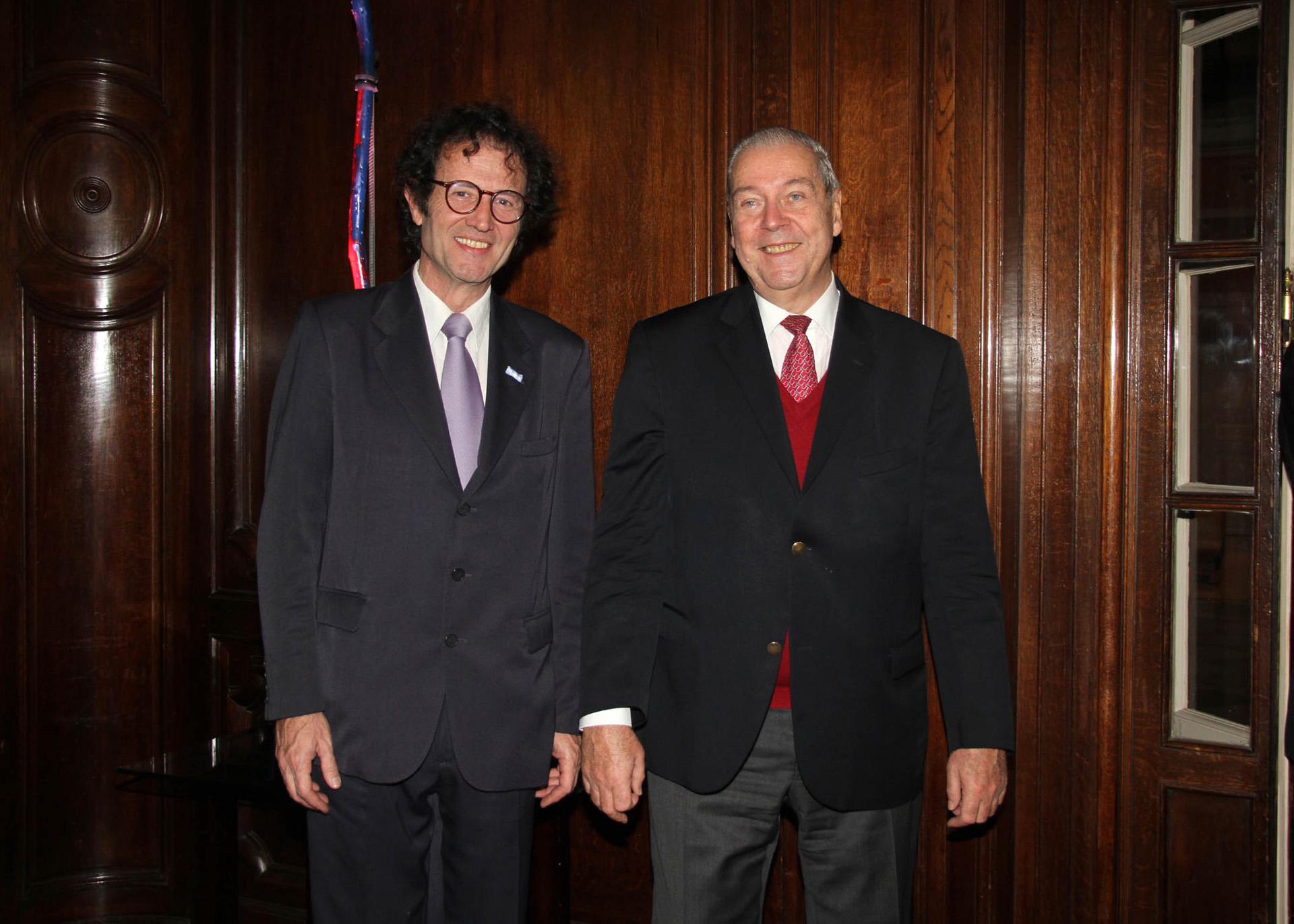 El secretario ejecutivo de la Fundación Kipp, Lucas Beccar Varela, junto al presidente de esa institución benéfica, Alejandro Carlos Kipp