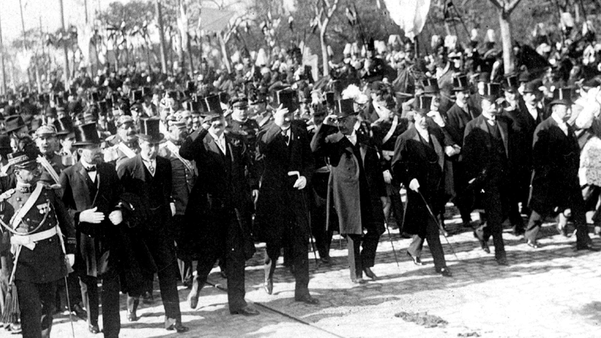 Victorino de la Plaza ysus ministros encabezaron el desfile por Avenida de Mayo y se dirigieron a la Catedral metropolitana donde se realizó el Tedeum.