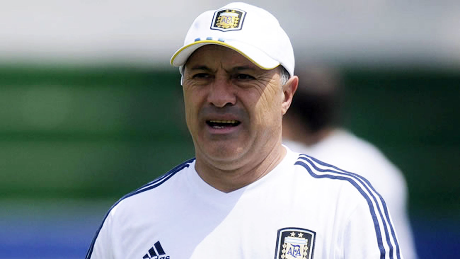 "El ""Vasco"" Olarticoechea, posible sucesor del ""Tata"" Martino (EFE)"