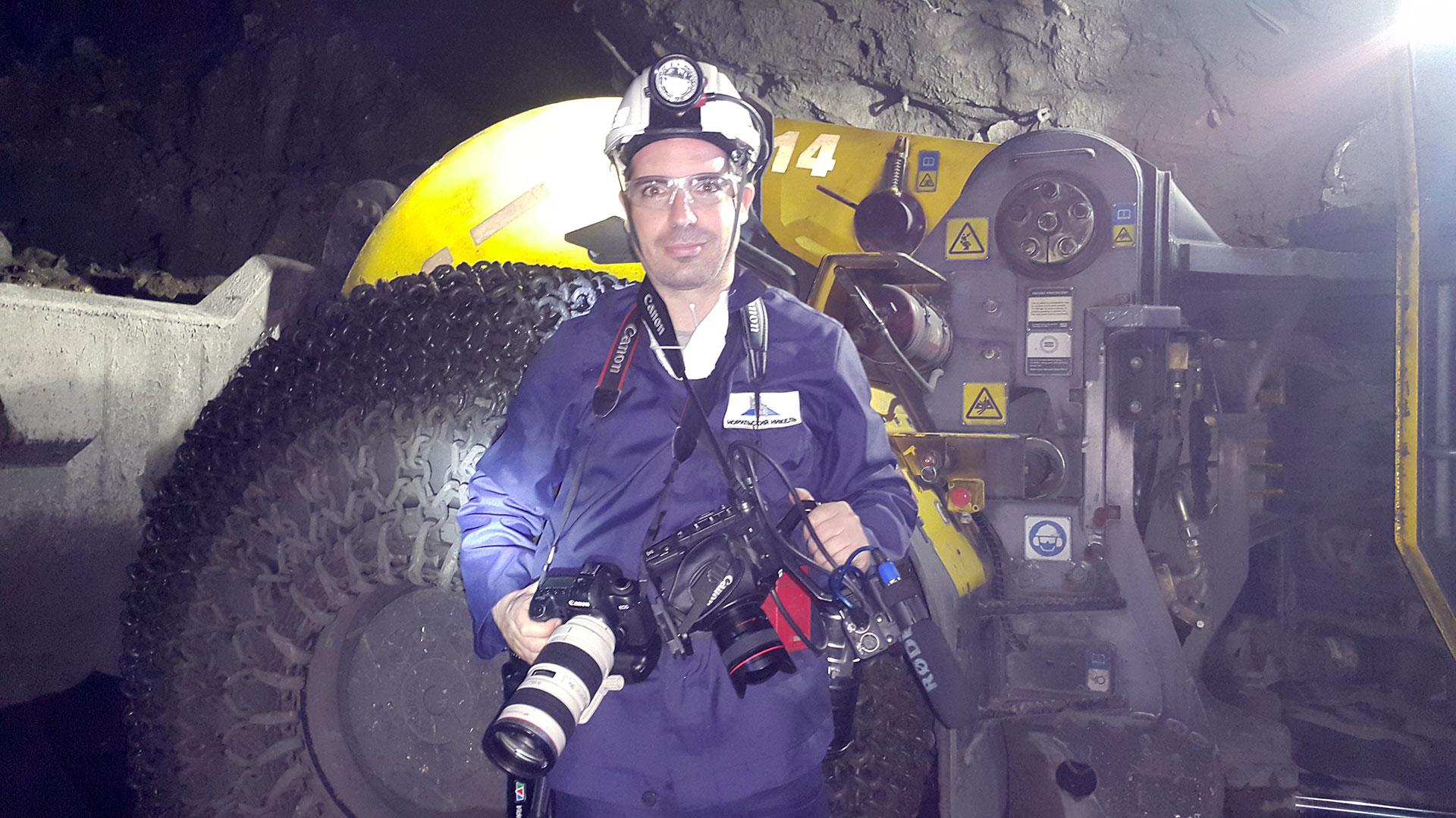 El periodista Ricardo Marquina a 1050 metros bajo tiene, en la mina de Taimyrski.
