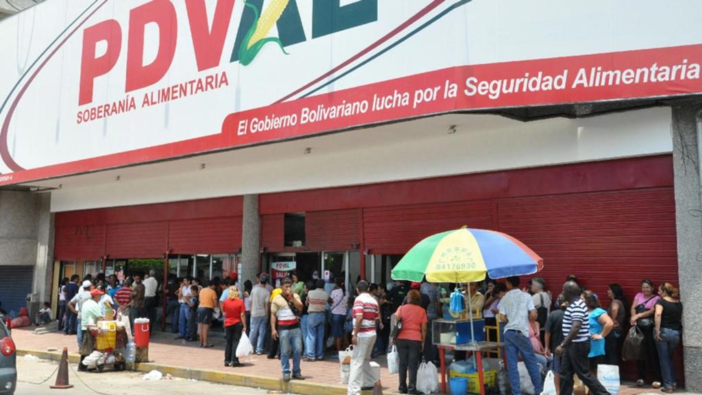La entrega de tarjeta se desarrolla en el marco del nuevo plan social anunciado por Nicolás Maduro