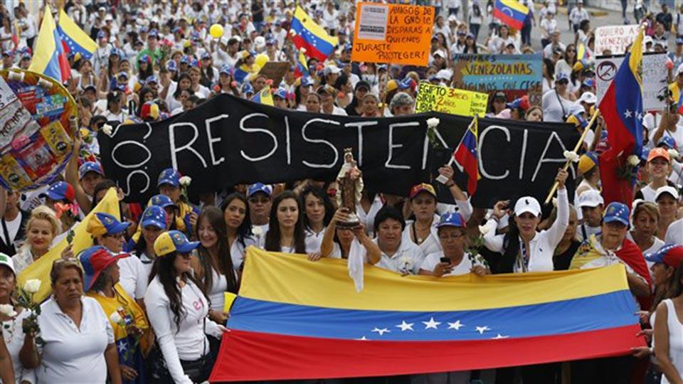 Los venezolanos buscan que se active el referendo revocatorio