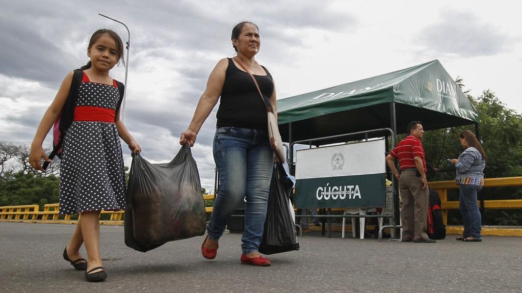 Venezolanos cruzaron a Colombia para conseguir alimentos (AFP)
