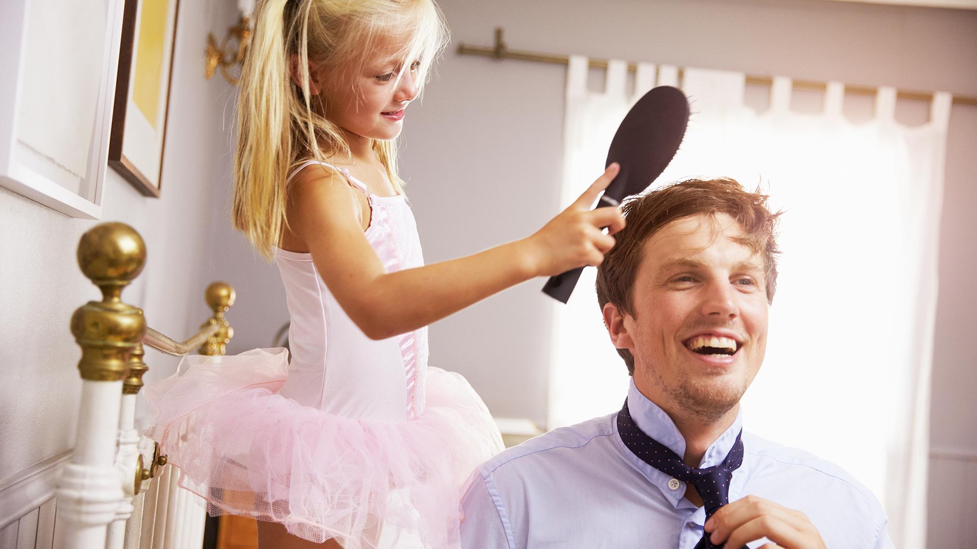 El padre actual está más presente y participa del día a día de sus hijos. (Shutterstock)