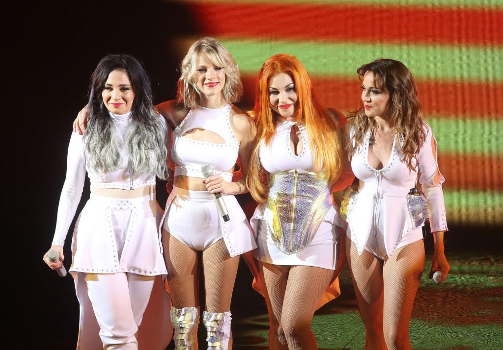 Las Bandana, Lissa, Virginia, Lowrdez y Valeria sobre el escenario