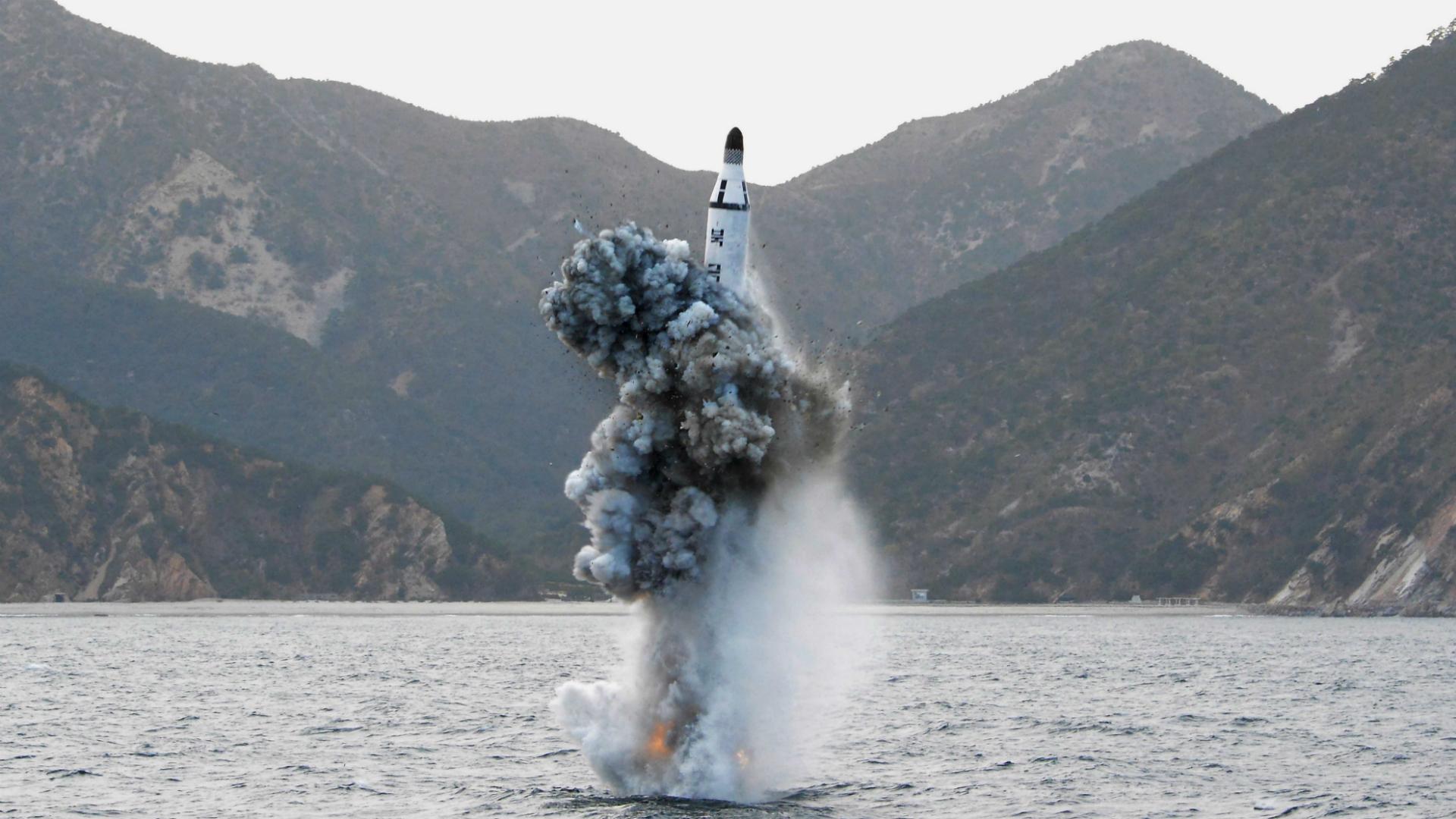 En 2015 el país realizó su primer lanzamiento de misil desde un submarino (KNCA/Reuters)