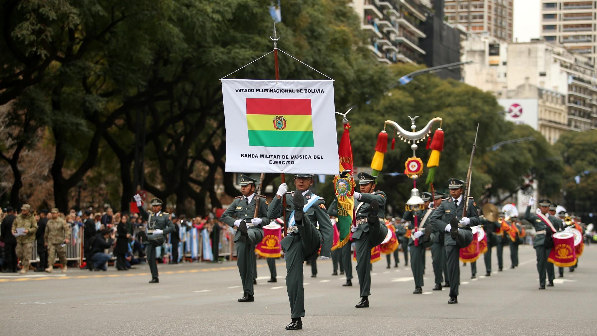 Festejos por el Bicentenario de Argentina Desfile-Bicentenario-tanda-2-1920-10
