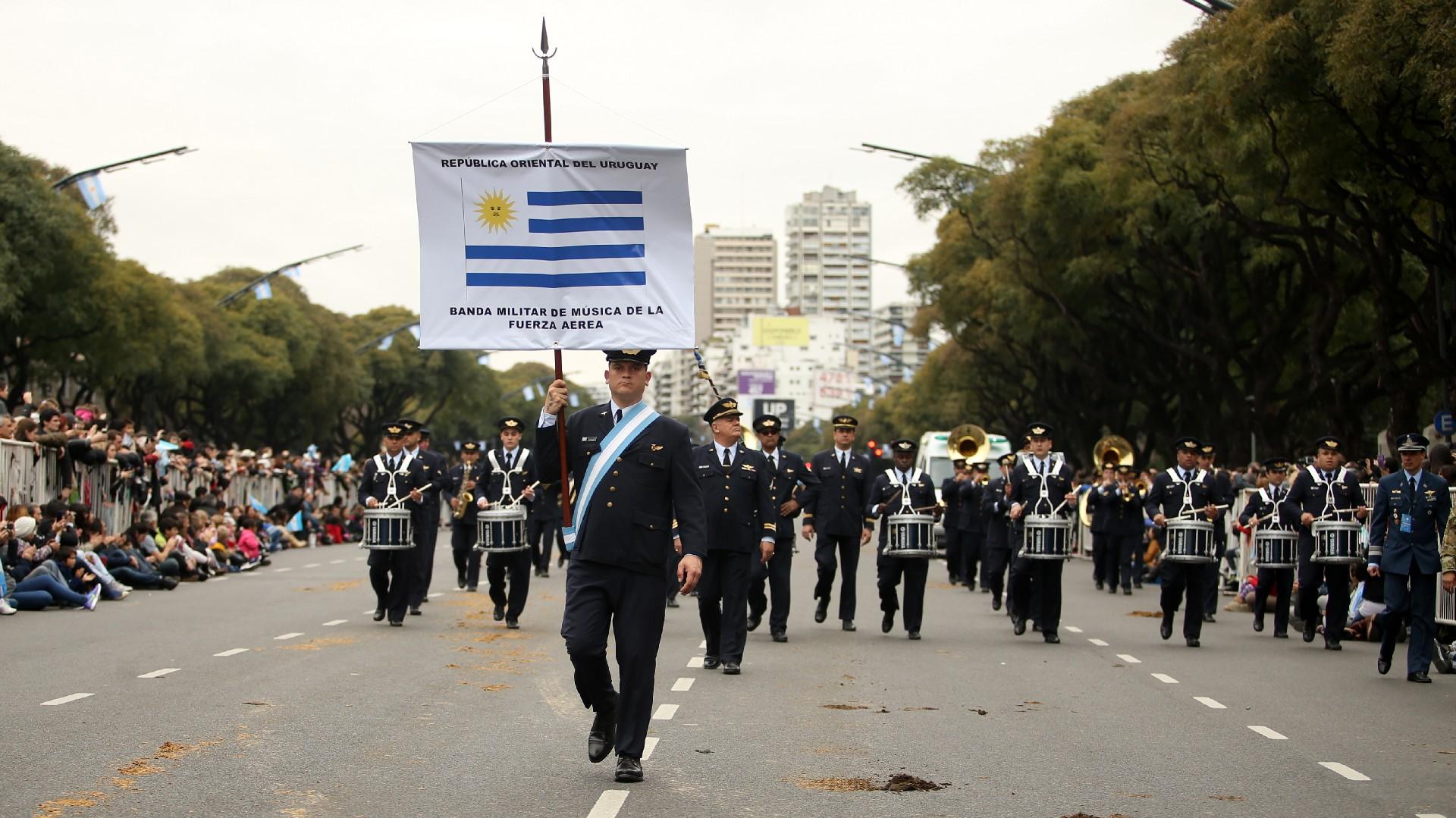 Festejos por el Bicentenario de Argentina Desfile-Bicentenario-tanda-2-1920-41