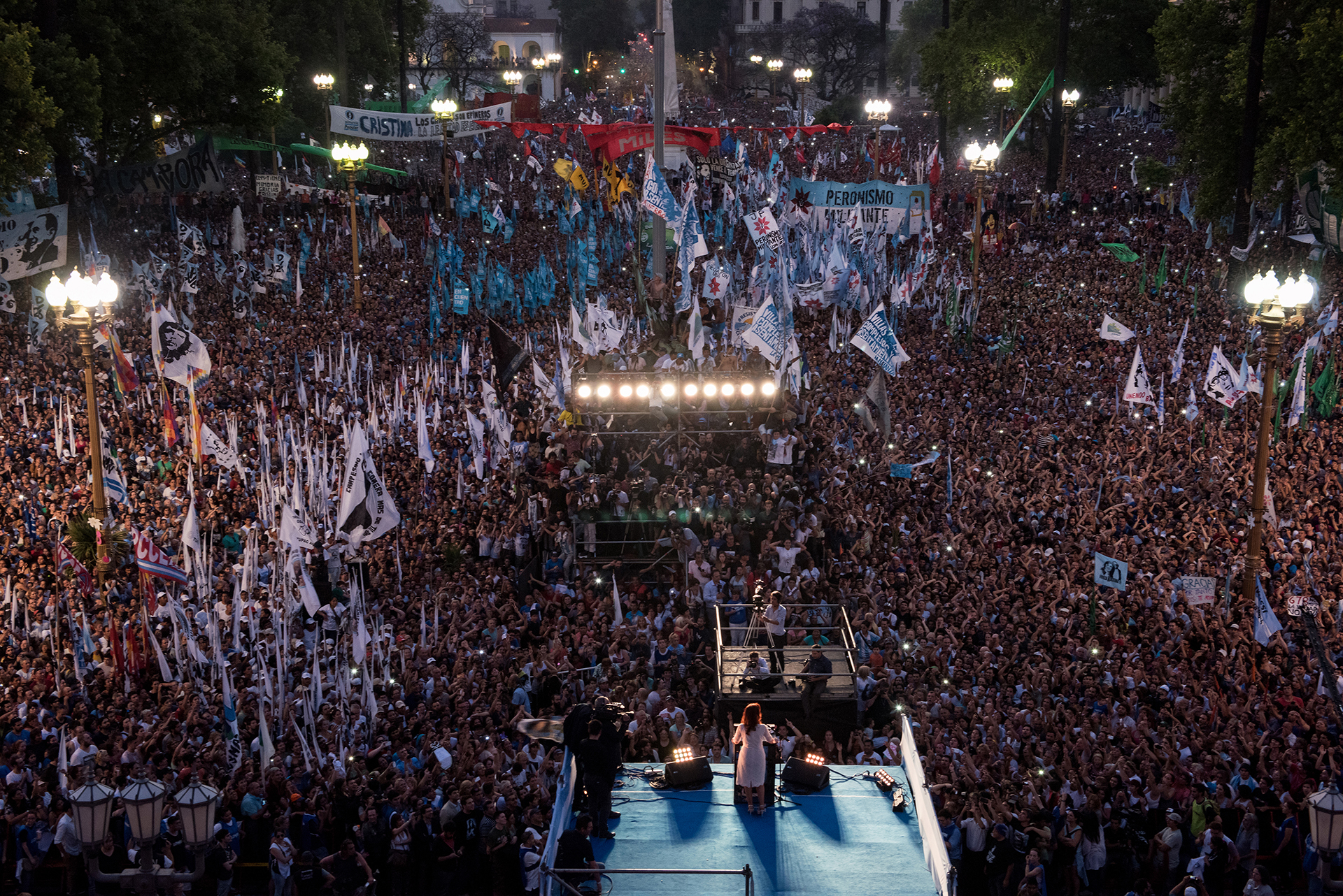 La presidenta Cristina Fernandez de Kirchner da su ultimo discurso en la Plaza de Mayo (Maria Eugenia Cerruti)