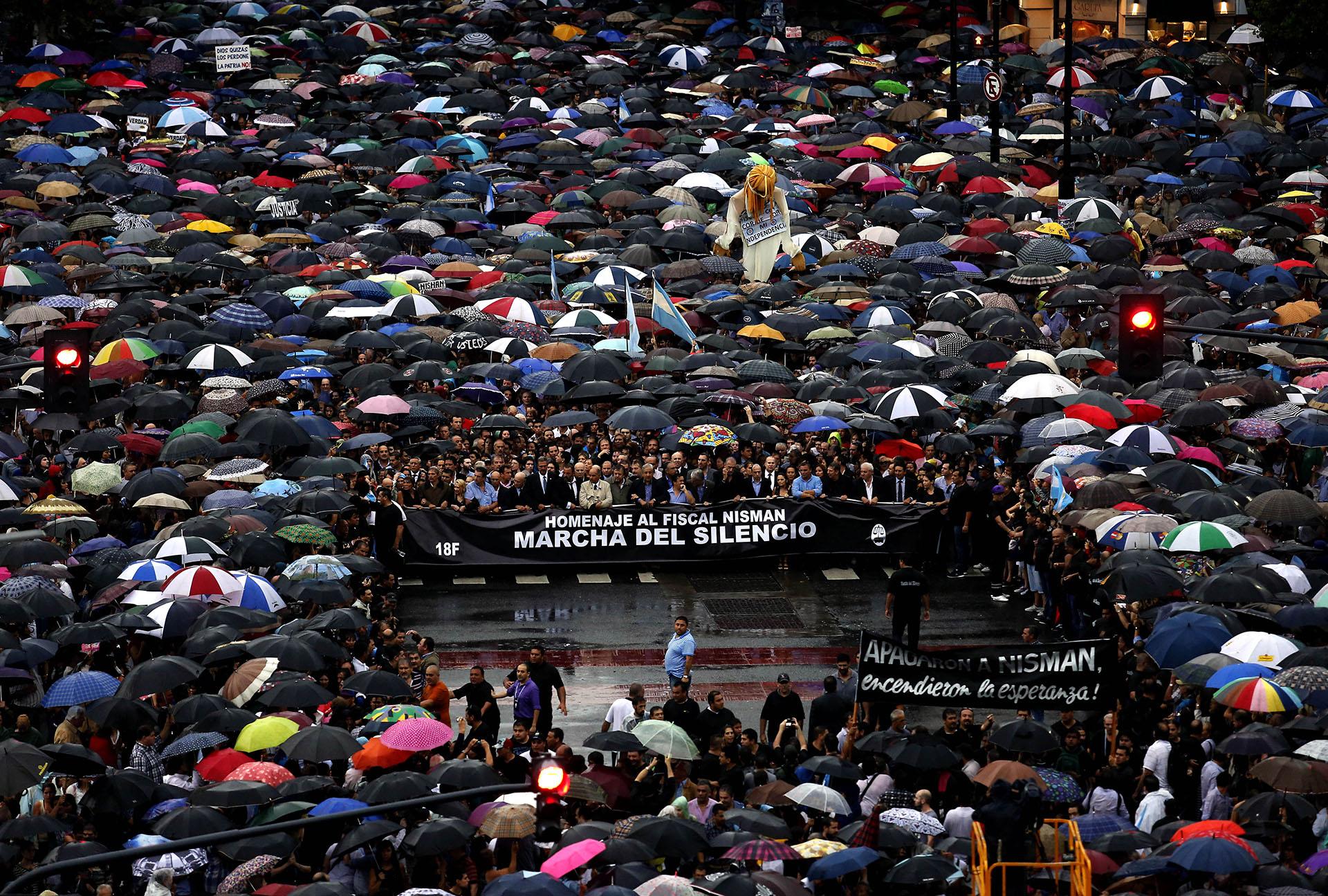 A dos meses de la muerte del fiscal Alberto Nisman, miles de personas se movilizan para pedir el esclarecimiento de su muerte (Ricardo Pristupluk)