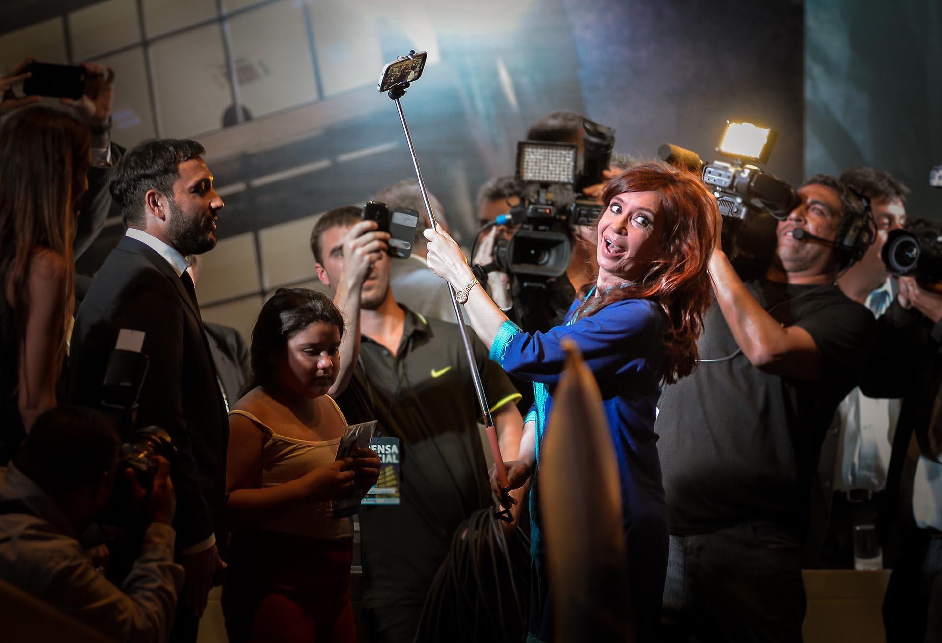 Cristina Fernández de Kirchner durante la inauguración de la nueva Municipalidad Inteligente del municipio de Berazategui (Fernando Pérez Re)