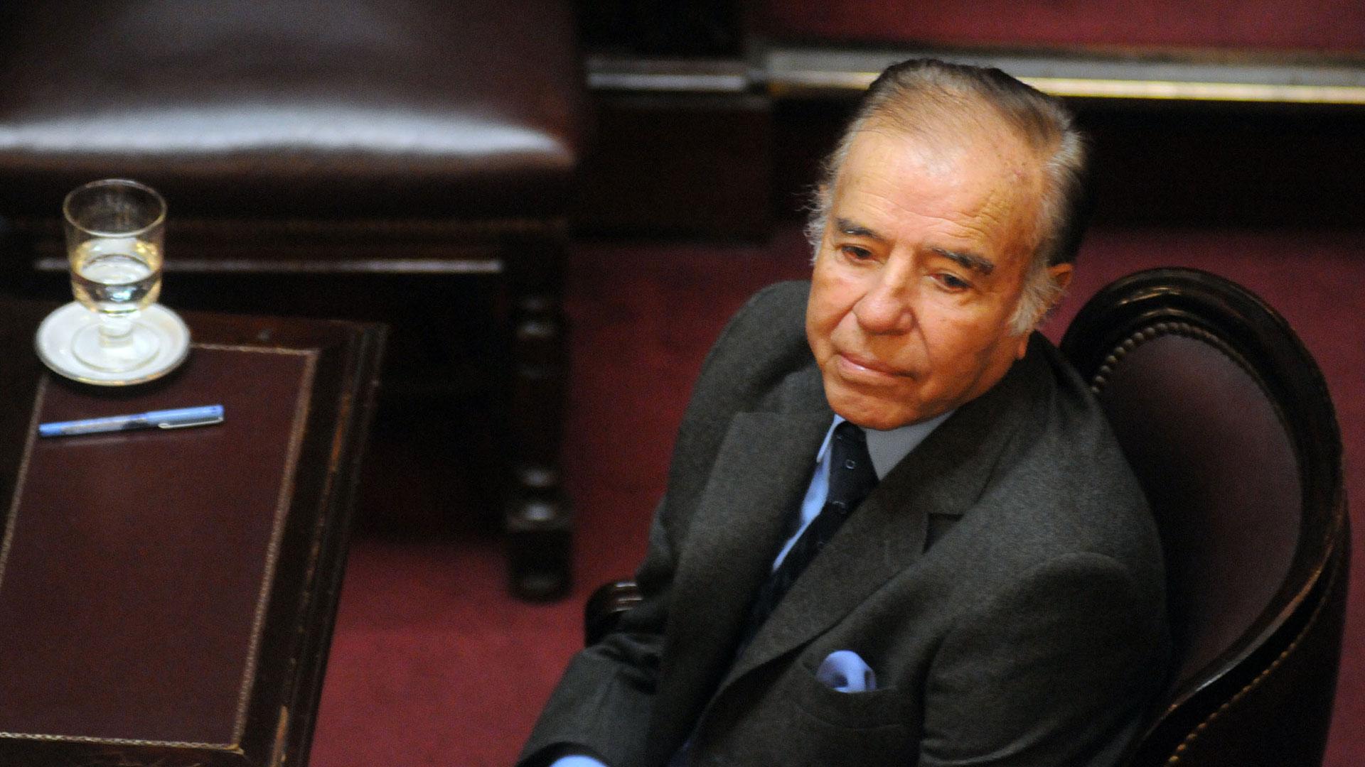 El ex presidente Carlos Saúl Menem no podrá competir el próximo domingo en las elecciones primarias. La Cámara Nacional Electoral hizo lugar a la impugnación de su precandidatura a senador nacional por la provincia de La Rioja