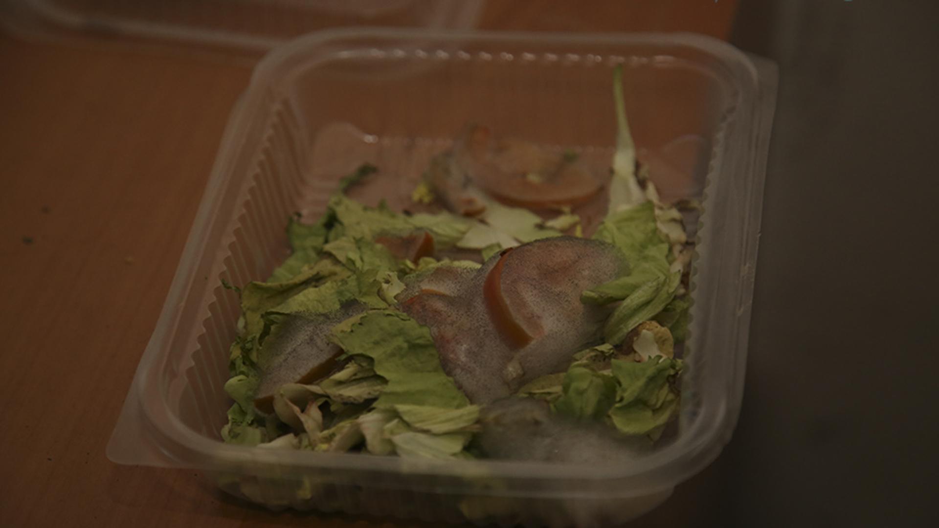 Marcos Paz: un preso afirmó recibir esta comida podrida el día anterior.