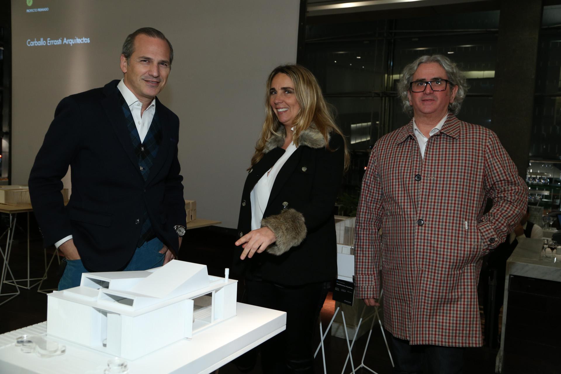 Los arquitectos Javier Iturrioz y Julio Oropel junto a la decoradora Milagros Resta /// Fotos: Mass Group PR