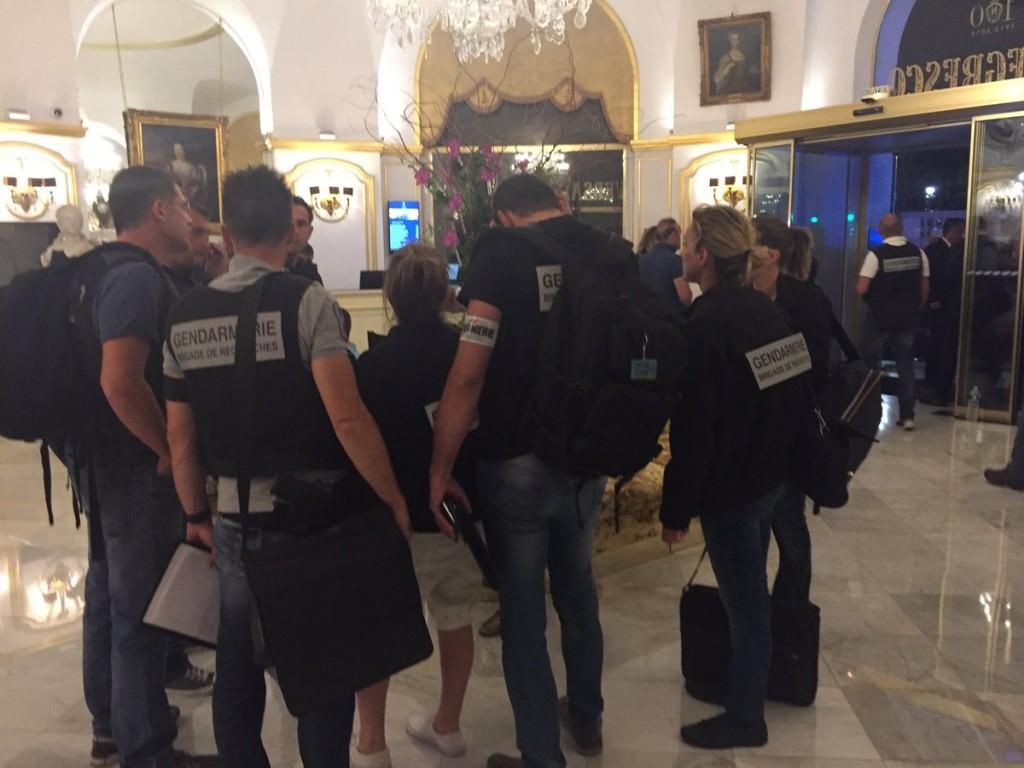 Agentes de seguridad llegan al Hotel Negresco