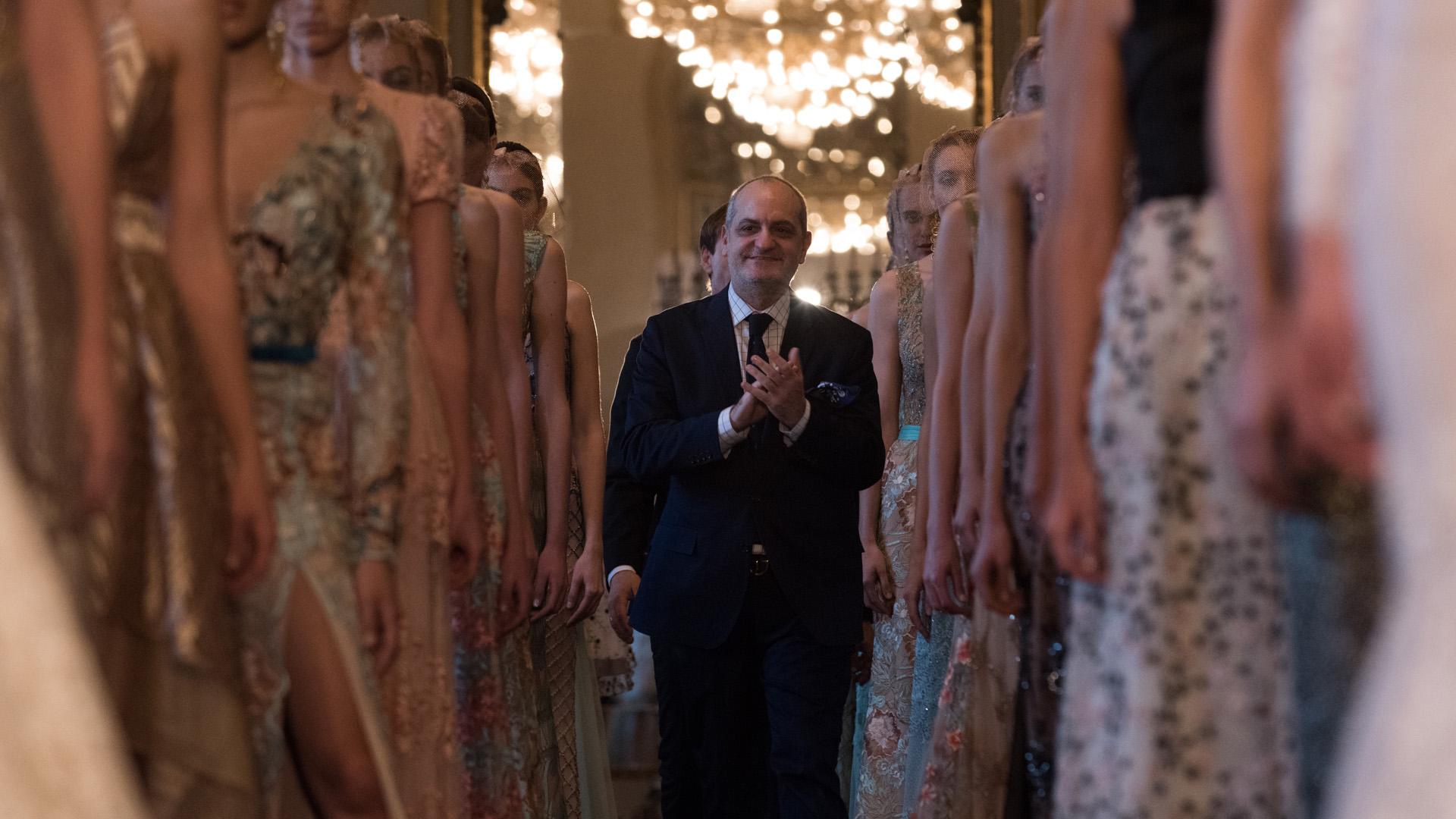 Con un gran desfile en el Salón Dorado del Teatro Colón, Laurencio Adot presentó su colección Alta Costura Verano 2016 /// Fotos: Adrián Escandar