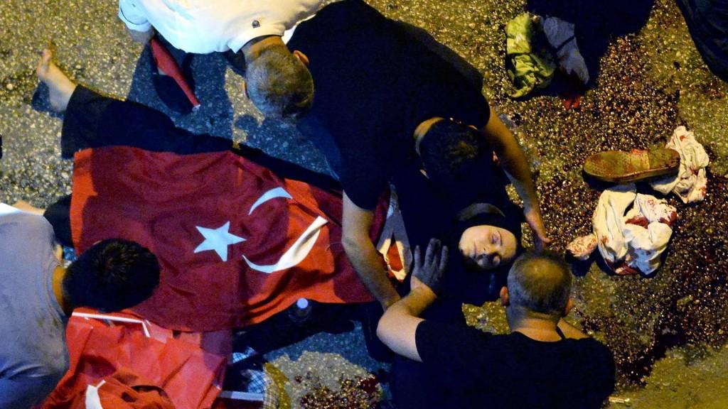 Enfrentamientos en las calles de Ankara dejaron decenas de muertos (Reuters)