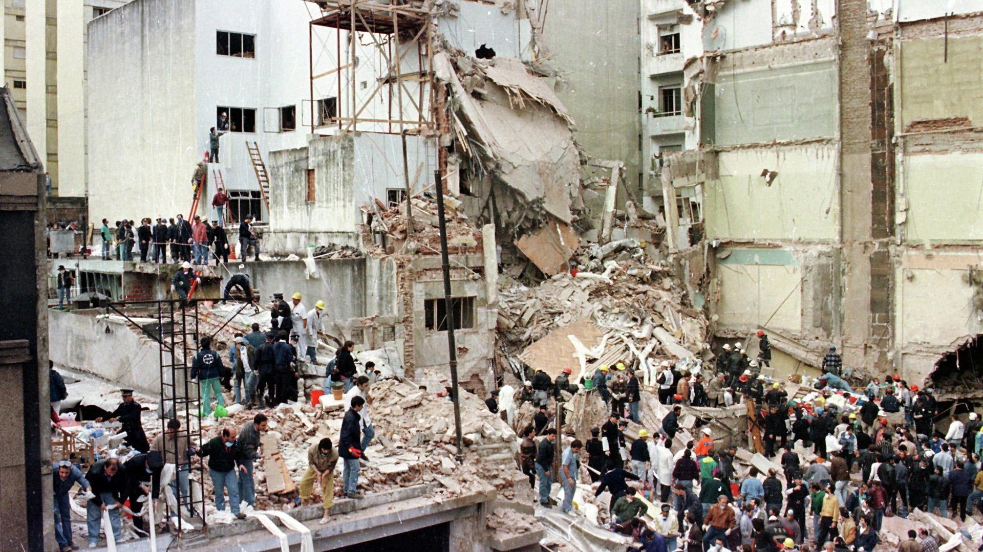 El 17 de marzo de 1992, la comunidad judía ya había sido objeto de otro atentado, cuando una camioneta Ford F-100 explotó frente a las puertas de la Embajada de Israel (AFP)