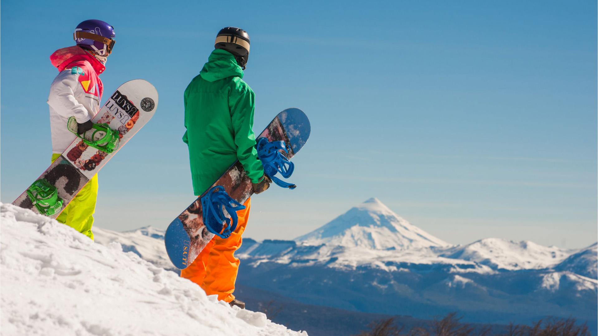 El inverno es el fuerte de la Patagonia en donde la gente aprovecha la temporada de nieve para ir a esquiar y disfrutar de la gastronomía de la región.