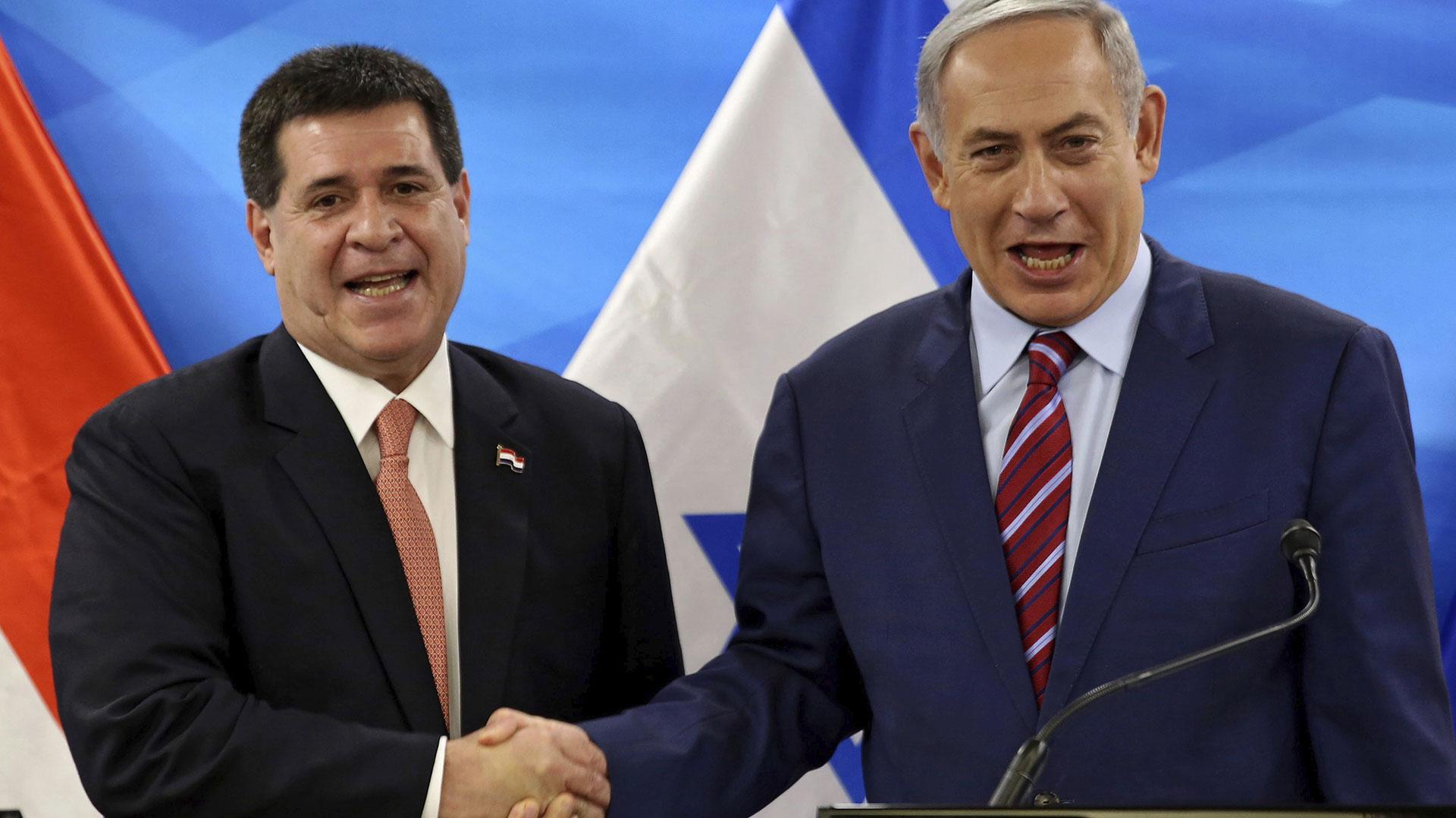 Horacio Cartes, presidente de Paraguay; junto a su par israelí Benjamín Netanyahu (EFE)