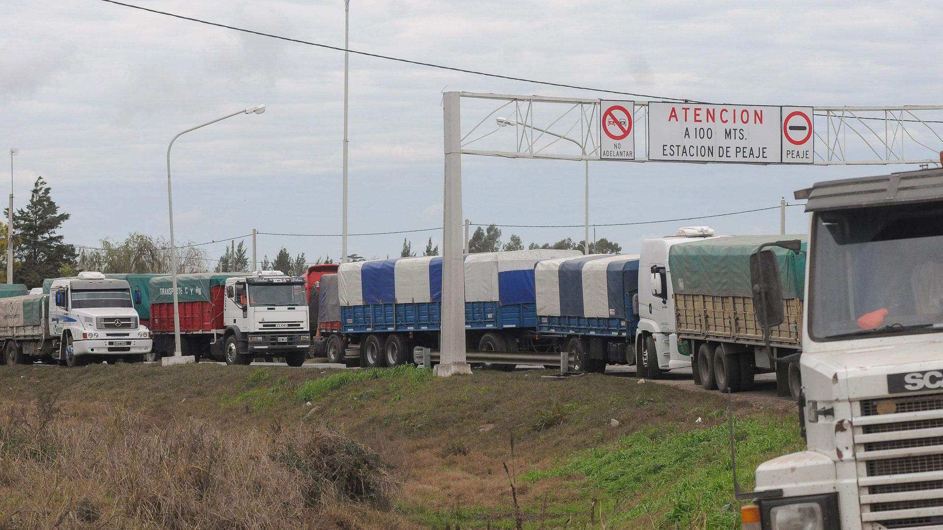 Los puertos de Rosario, el norte de la provincia de Buenos Aires, parte de Entre Ríos, y el sudeste bonaerense, son los más afectados por el conflicto camionero (Télam)