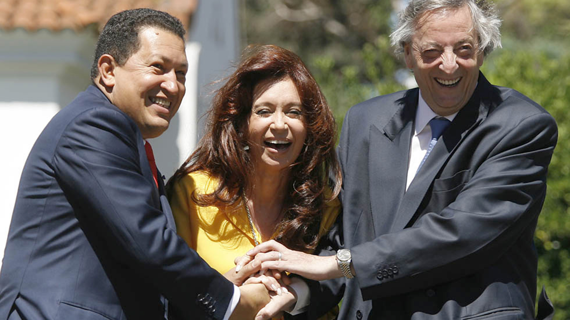Hugo Chávez junto a Cristina y Néstor Kirchner (Foto de archivo: AFP)