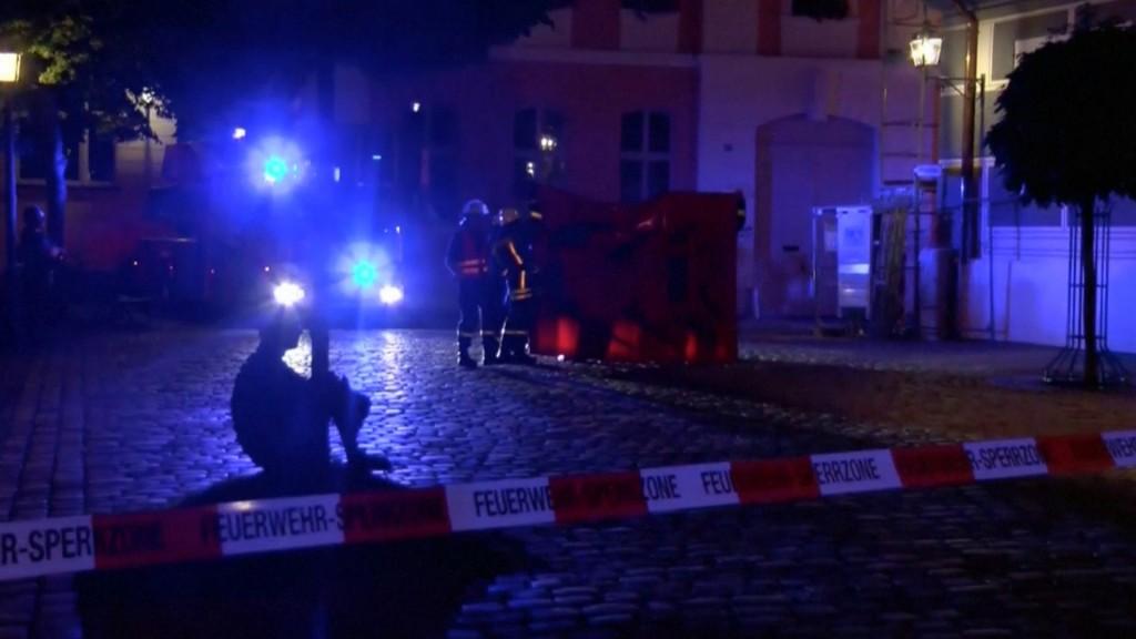 Personal de emergencia asiste la zona, en Ansbach (Reuters)