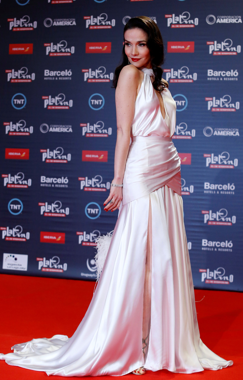 Una vez más, Natalia Oreiro -quien fue la conductora femenina de la ceremonia de entrega de los Premios Platino del Cine Iberoamericano- se consagró como la mujer más elegante de la noche y acaparó todos los flashes de la red carpet