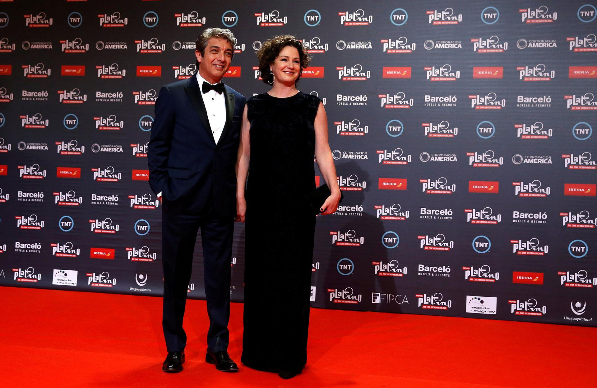 Ricardo Darín, quien recibió la distinción de honor de los premios Platino, junto a su esposa Florencia Bas